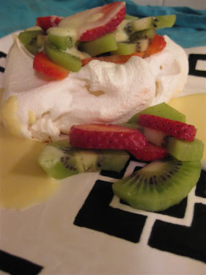 The Flavor of Vanilla: Pavlova with Kiwifruit and Strawberries