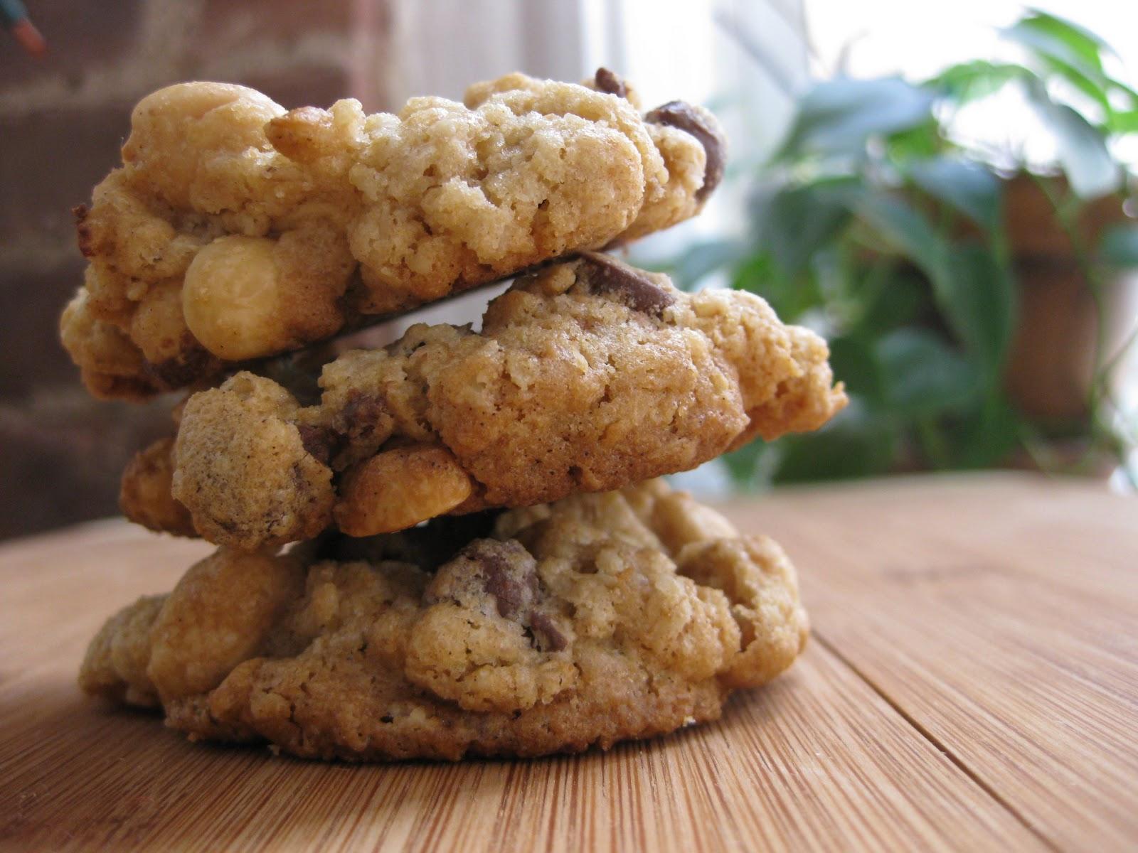 Sunday Treats: Peanut Butter Chocolate Chip Oatmeal Cookies