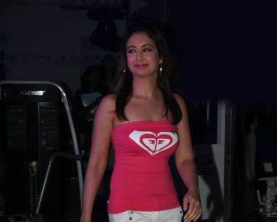 Bollywood Actress Preeti Jhangiani In Pink