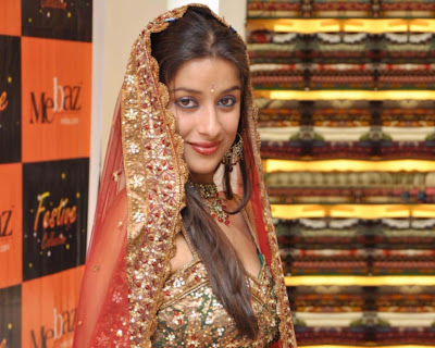 Madhuriam in Bridal Dress, Cute Madhurima Displaying her posture