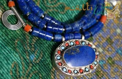 etniczny naszyjnik z lapis lazuli