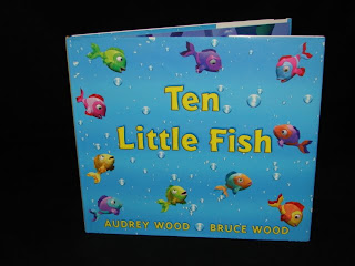 The toy bag reviews of books toys for babies toddlers for Ten little fish