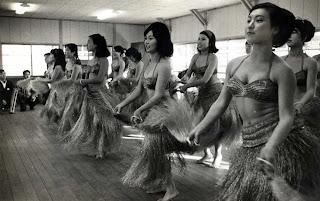 Imagen de la preparación real de las Hula Girls. c. Mediatres Estudio.