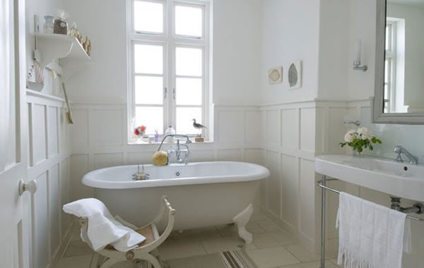 Shabby and charme idee per un bagno total white total for French decor bathroom ideas