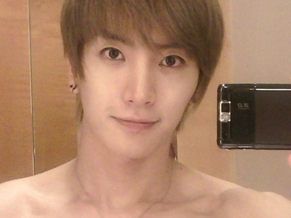 leeteuk new selca photostwitter update!  ♥ pOp sHoT♥