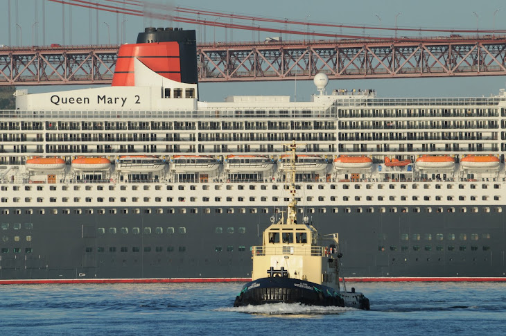 QUEEN MARY 2 in Lisbon 2009-07-15