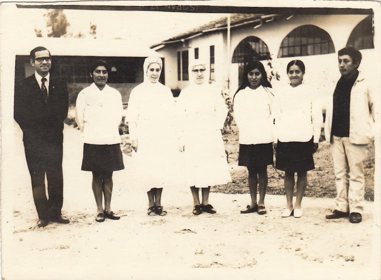 primeros estudiantes del colegio piloto, lugar hospital de catacocha att Yessenia Guamán