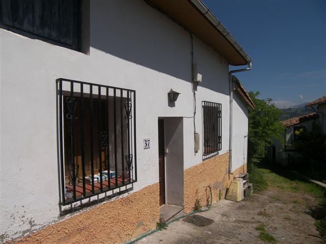 Casas sin crisis 33000 casa con jard n y posible - Casas con buhardilla ...