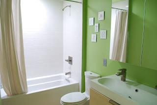 baie spatioasa simpla alb si verde