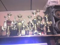 numerosos trofeos ganados en festivales de música