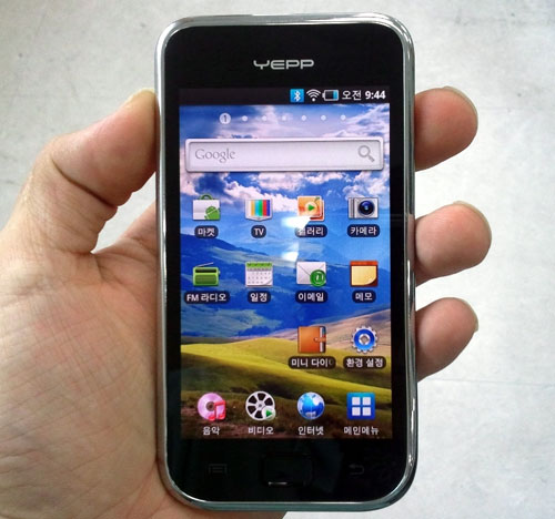 Android Samsung YP-MB2 To Battle iPod Touch