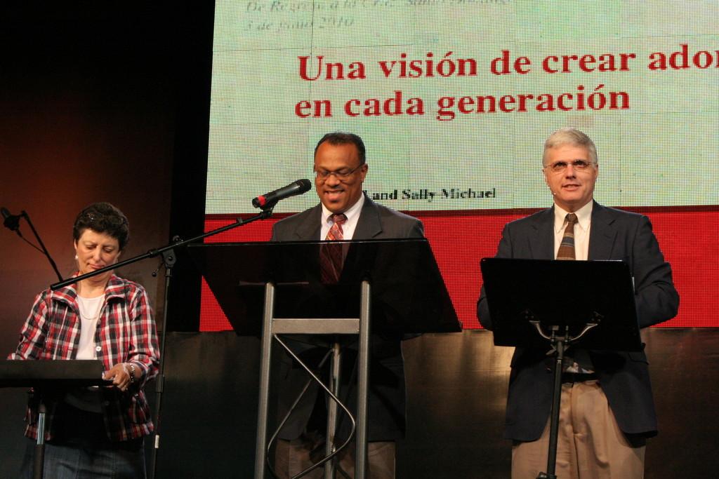 """""""Una visión para crear fieles adoradores en cada generación""""  Pastor David Michael & su esposa Sally Michael"""
