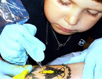 Tattoos. Tattoos Flower. Sunflower, Roses and a Bumble Bee