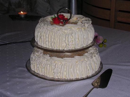 cake from Finland and ending with wedding cakes from the United Kingdom