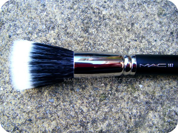 M.A.C 187 Duo Fibre Brush.