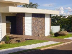 fachadas de casas com pedras