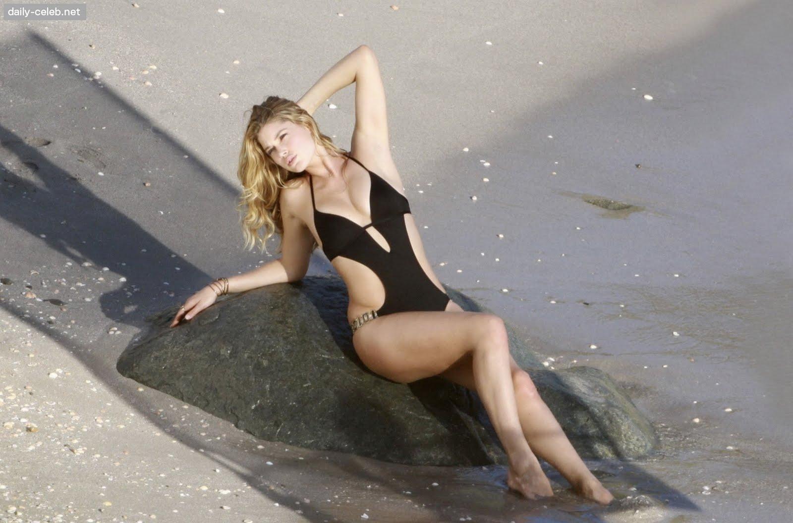 http://4.bp.blogspot.com/_fDLtbLlfXmU/Sw6pa1dwKII/AAAAAAAAC-M/Wk70LV12sSc/s1600/doutzen-kroes-bikini-1.jpg