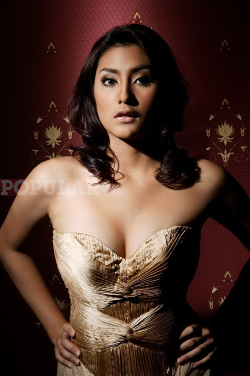Galeri foto artis dan model indonesia di majalah popular holiday and