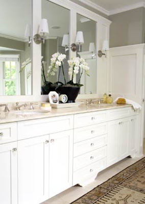 Beadboard Bathroom on Another Great Looking White Bathroom With A Classic Vanity And Upscale