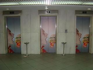 lif6 Gambar Menarik : Hiasan Pada Pintu Lif Part 1