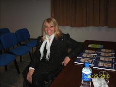 Con mis libros, en el Centro Universitario de Chivilcoy