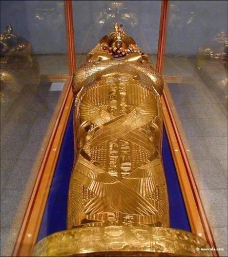 primeiro sarcofago tutankamon