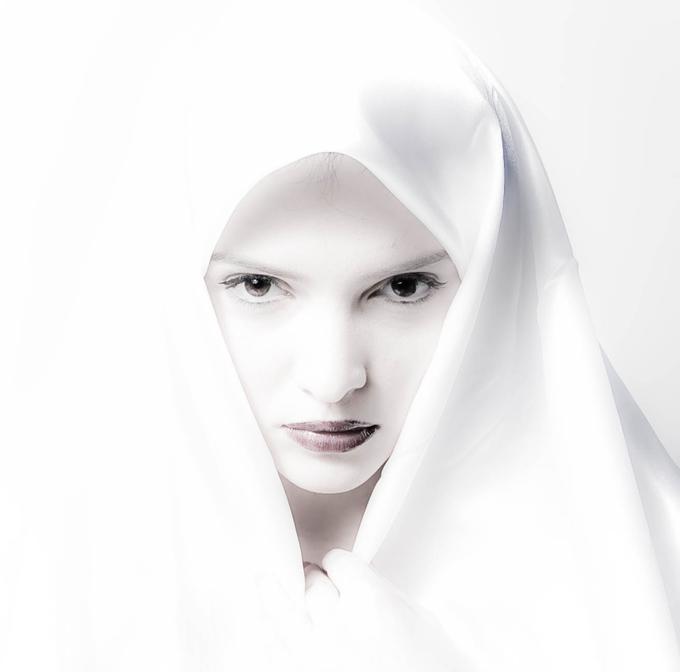 [poema14+-+the+nun+Micu+Angelina.jpg]