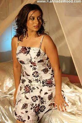 Pooja Gandhi hot