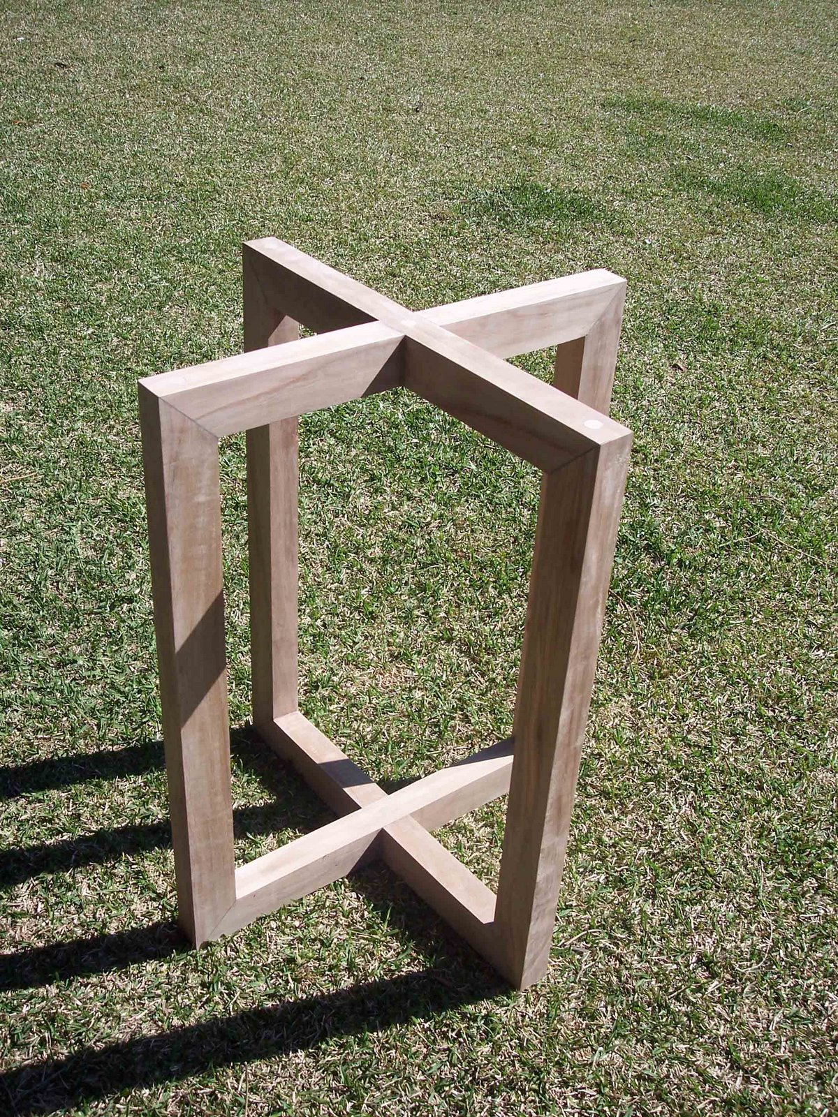 Disegnando soporte mesa vidrio madera nativa for Mesa de madera con vidrio
