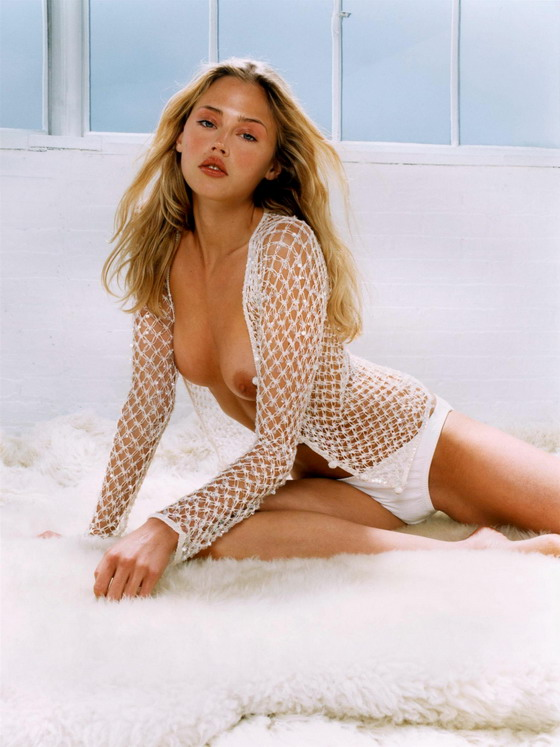 Estella Warren – Topless
