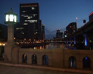 淀屋橋から土佐堀川のライトアップ