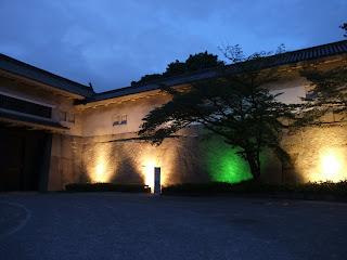 大阪城公園内の大手前門の蛸石のライトアップ