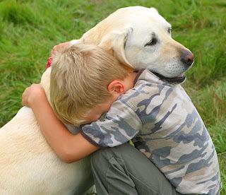 http://4.bp.blogspot.com/_fOUPFa7YuEc/SfqWWhA547I/AAAAAAAAALM/fgAd3oTOkvY/s320/boy_Dog_Hug.jpg