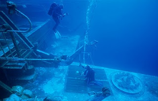 Divers on the wreck of the Salem Express