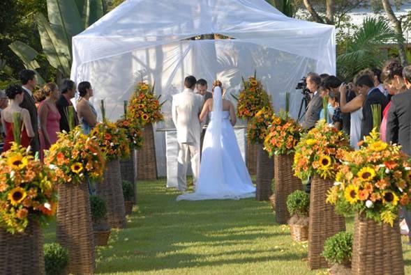 casar durante o dia, a decoração em verde e amarelo fica bem alegre