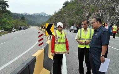 Safety measure: Ramly (right) and Perak Public Works Department director Datuk Dr Safry Kamal Ahmad inspecting a new road divider that was put up at the accident site Tuesday.