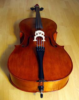 Violoncelo é um instrumento de