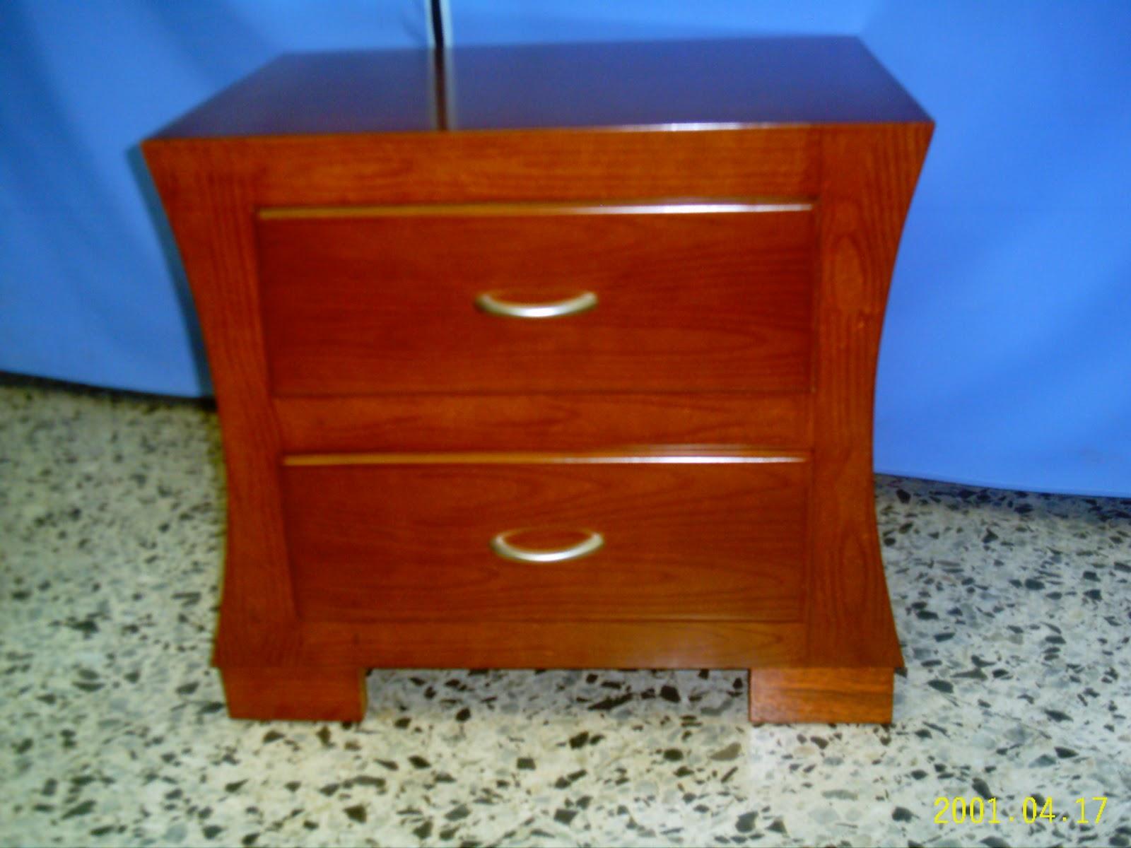 Decorar cuartos con manualidades mesas de noche de madera for Mesas de noche de madera