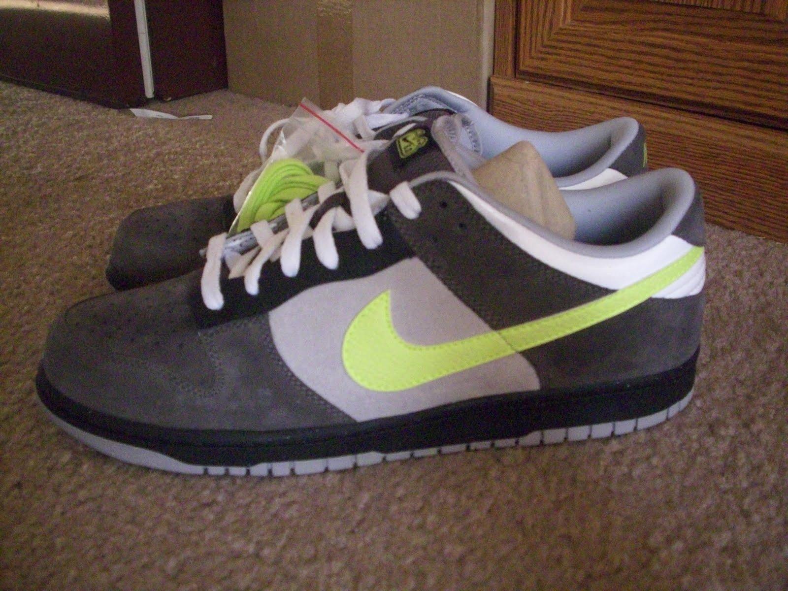 http://4.bp.blogspot.com/_fUgJOjuM6N8/TBLA-L4nKoI/AAAAAAAAAAk/1BnMwm7WyZs/s1600/sneakers%2B001.JPG