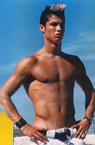 cristiano ronaldo hairstyle pics. Cristiano Ronaldo Pictures