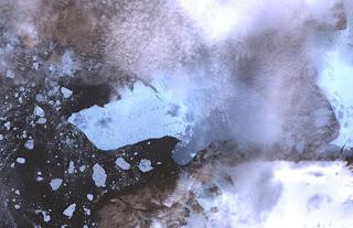 Imagen del masivo iceberg desprendiéndose del glaciar Petermann