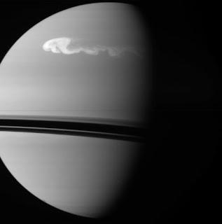 Fotografía de la tormenta de Saturno, obtenida por la sonda Cassini