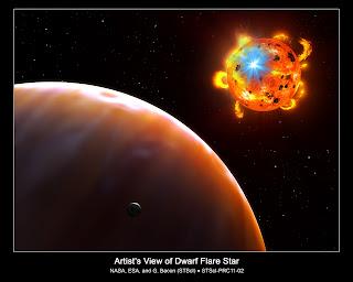 Concepto artístico de un planeta y una enana roja experimentando una poderosa erupción, conocida como llamarada estelar