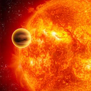 Impresión artística del exoplaneta gigante HD 189733b transitando por enfrente de su estrella anfitriona