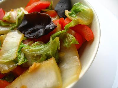 Articole culinare : Varza chinezeasca cu ardei si ciuperci mu er
