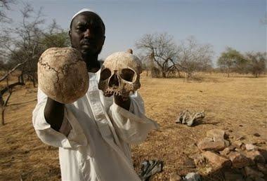 [holds_human_skulls.jpe]