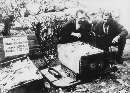 http://4.bp.blogspot.com/_femhrxbNtS0/TOCeISWnojI/AAAAAAAAIik/RGb3HJdcMoY/s1600/1923_german_inflation.jpg