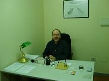 En la secretaría de mi Escuela de Guitarra, Lugo-Galicia-España (2007):