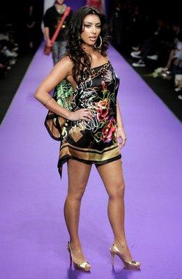 Kardashian Outfits on Cristian Glamour  New Fashion Icon  Kim Kardashian