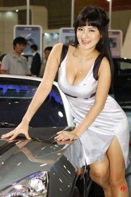 pose autogirl pameran mobil
